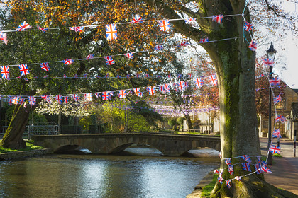 Bourton-Queens-90th-Bunting